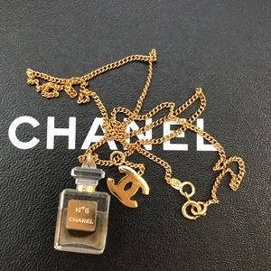 🚫SOLD!🚫Chanel CC N 5 perfume pendant necklace🎁